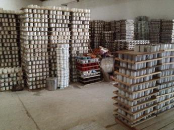 Специалист компании выезжает на производство, чтобы лично проконтролировать процесс изготовления продукции.