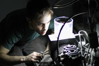 Надувной светильник на солнечной энергии 10