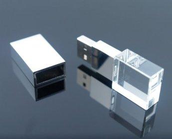 Флешки кристалы с 3D гравировкой внутри