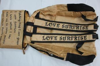 Непромокаемый бумажный складной рюкзак Фото 4