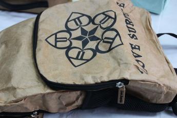 Непромокаемый бумажный складной рюкзак Фото 6
